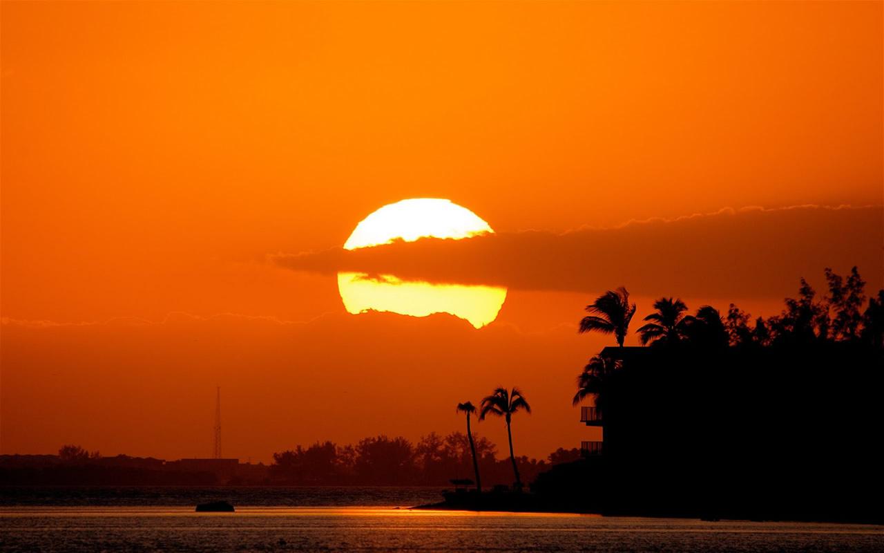 http://4.bp.blogspot.com/-8iLBtlYky8k/UEX9sRTXjcI/AAAAAAAABV8/PWOMmmRD7QA/s1600/sunset%2Bwallpapers%2Bhd%2B2.jpg