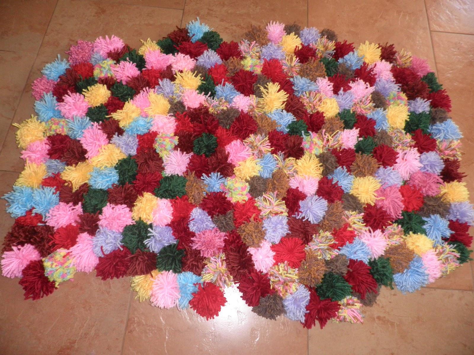 Olga alvarado alfombra de pompones de lana - Como hacer pompones con lana ...