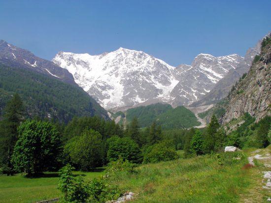 http://4.bp.blogspot.com/-8iNOBfdhrjw/TZRLBu5rhNI/AAAAAAAAAHI/AnjxrRBkRAs/s1600/alpi+italiane.jpg