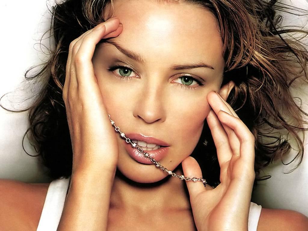 http://4.bp.blogspot.com/-8iYXVFwlhik/Tg2C2ve2JRI/AAAAAAAAAG0/rkI-FMUN148/s1600/Kylie-Minogue-155.JPG