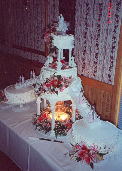 pictures of wedding cakes with stairs. Wedding Cakes from the 1990#39