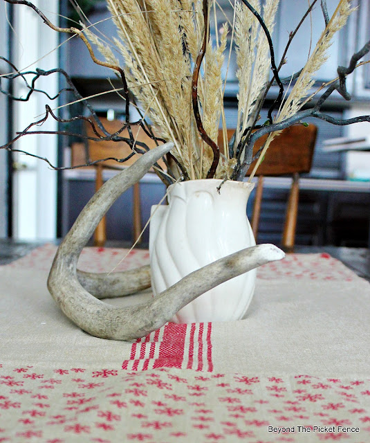 christmas ideas, table runner, Christmas table, DIY, sewing, http://bec4-beyondthepicketfence.blogspot.com/2015/11/12-days-of-christmas-day-5-table-runner.html