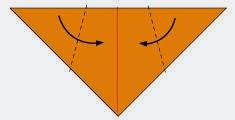 Bước 3: Gấp chéo hai góc tờ giấy lại.