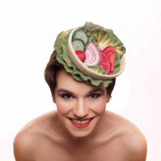 Artis Membuat Topi Makanan Tampak Nyata
