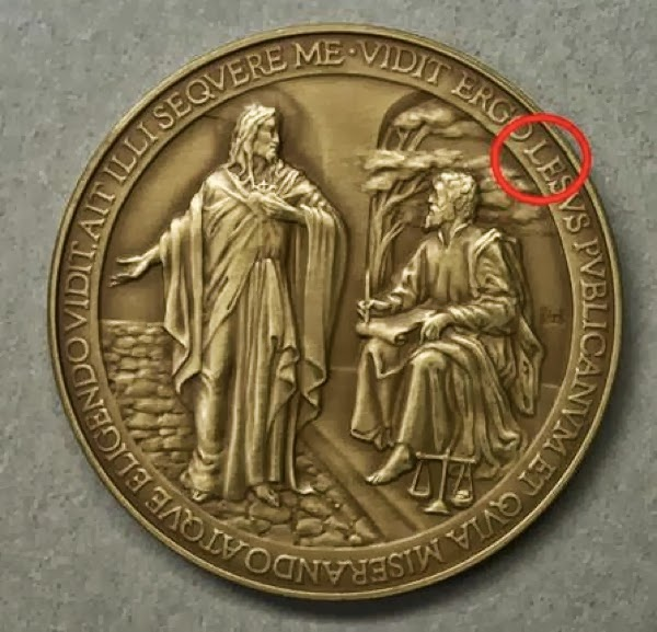 vatican pope francis commemorative medals wrong spelling jesus lesus