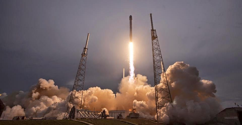 Falcon 9 lifts off from SpaceX's Launch Complex 40 at Cape Canaveral Air Force Station carrying the TurkmenÄlem52E/MonacoSat satellite on Apr. 27, 2015. Credit: SpaceX
