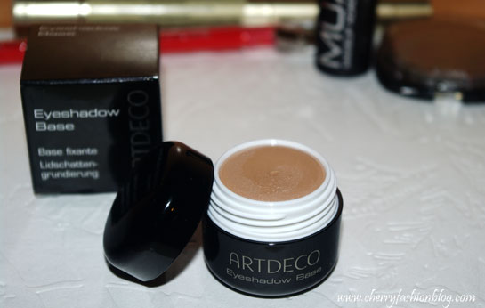 Artdeco eyeshadow base, Products review, Artdeco Eyeshadow base review, Best way to apply eyeshadow, eye primer