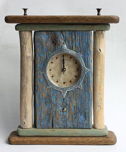 relógio de madeirras rústicas