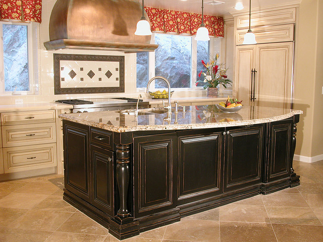 Kitchen decor french country kitchens for Country kitchen cabinets