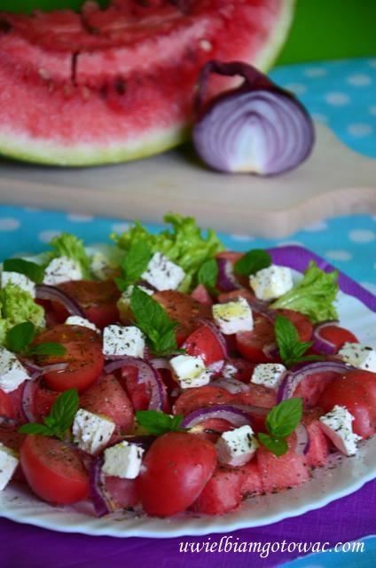 Sałatka z arbuzem, pomidorkami, fetą i miętą