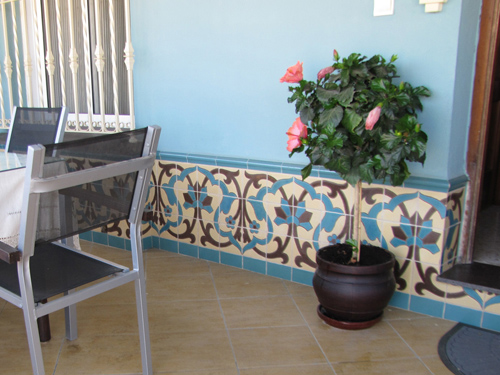Azulejos campos pintados a mano for Azulejos para patios exteriores