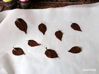 hojas pintadas con chocolate