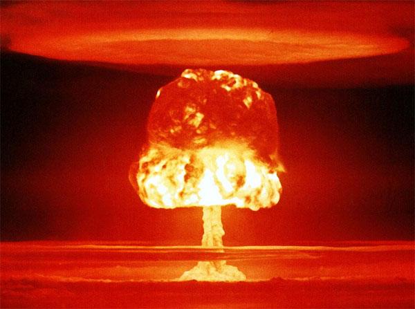 http://4.bp.blogspot.com/-8l31itR40EE/T5OYzp57qzI/AAAAAAAAIr8/AEiKe9-4VPQ/s1600/bomba+nuclear+la+vision+real+del+mundo.jpg