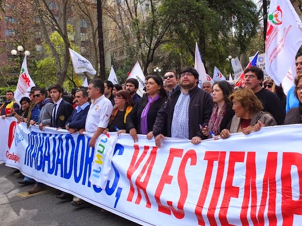 Colegio de Periodistas marcha junto a la CUT por reformas laborales
