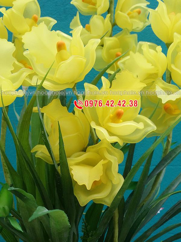 Mẫu hoa địa lan vàng