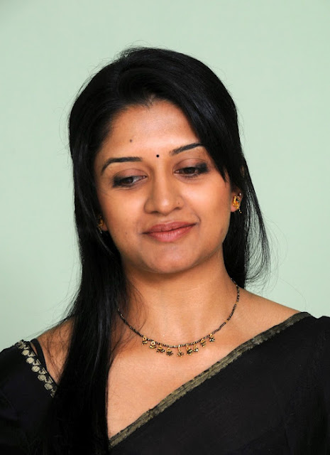 Vimala Raman Pics In Black Saree