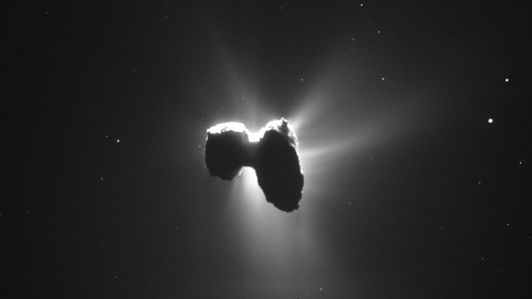 La sonda Rosetta capta un cometa 'bañado' por la luz del Sol