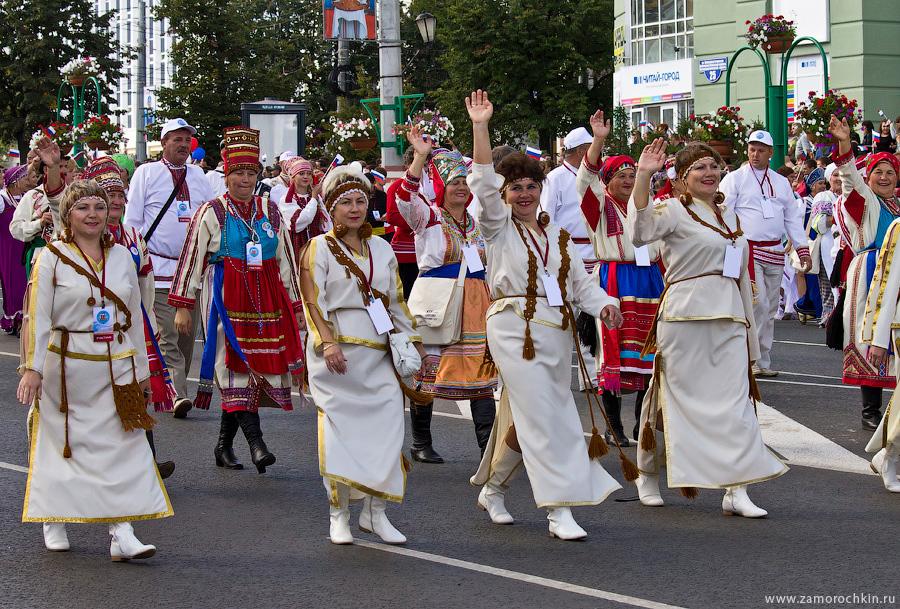 Участники театрализованного парада 'ВСЕ мы - Россия'. Тысячелетие единения мордовского народа с народами государства Российского