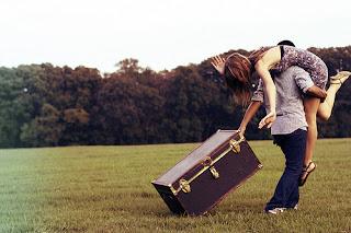 """Não espere ouvir """"Eu te amo""""   para dizer """"Eu também"""".   Talvez o elogio de amanhã   dependa da criatividade de hoje."""