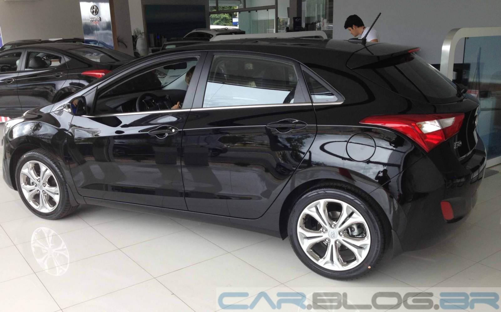 http://4.bp.blogspot.com/-8mlMWcyCf0Y/USp41T3B3tI/AAAAAAAA5fA/EQ-WIs1OfnE/s1600/Hyundai-i30-2014-top-de-linha%20(14).JPG