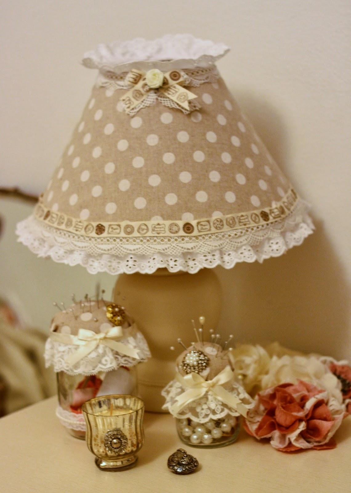 Lampade Shabby Chic Online: Comodino romantic in legno decapato bianco ...