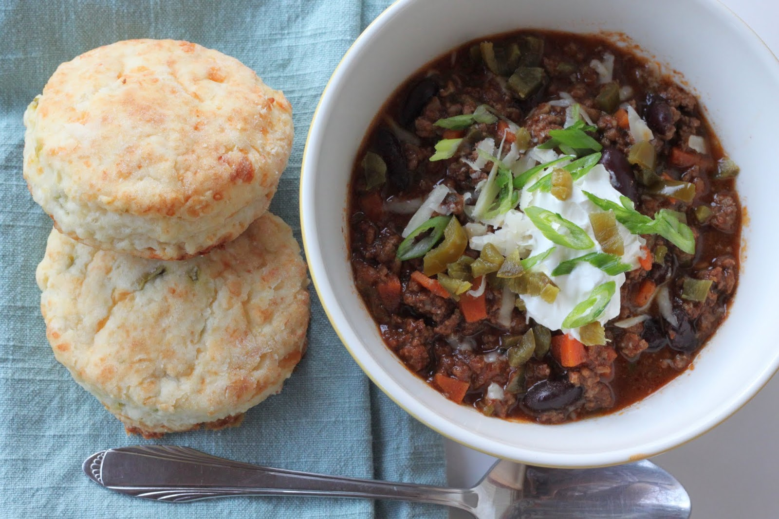 Best Beef Chili: Gourmet's Chili Con Carne with Sour Cream Cheddar ...