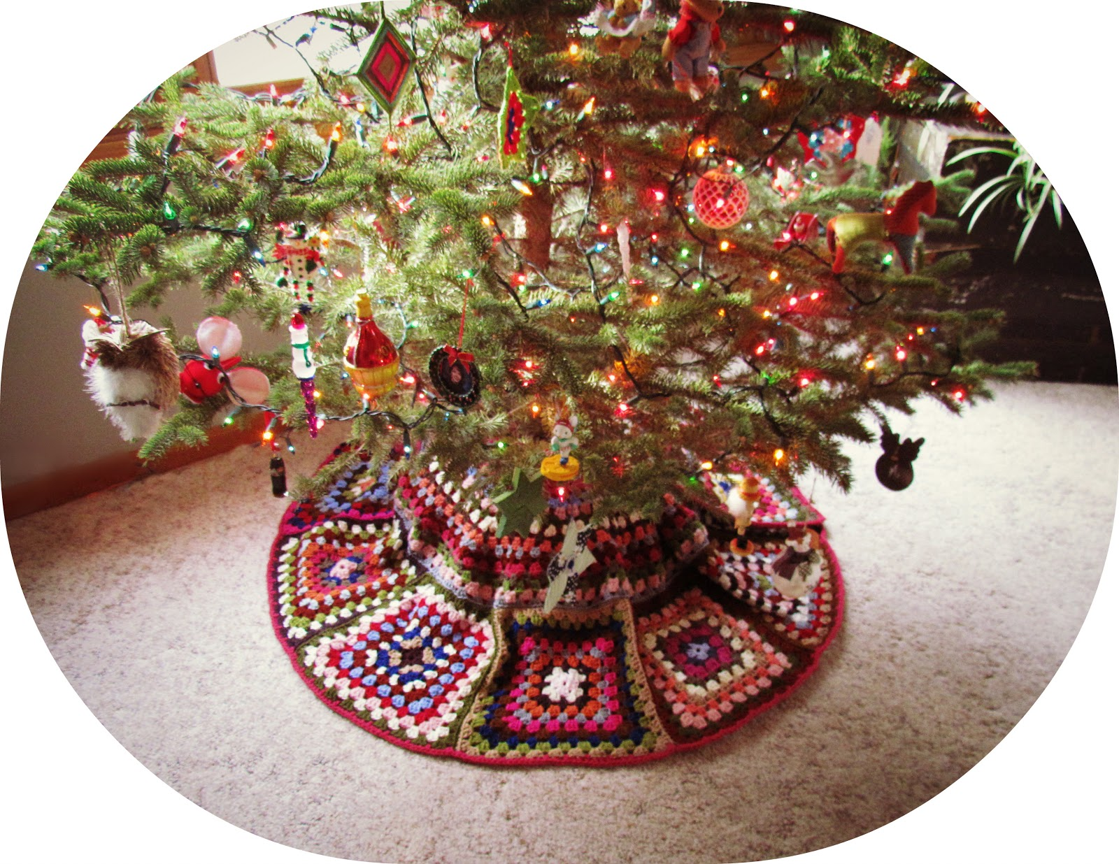 Crochet Xmas Tree Skirt : twobutterflies: Crocheted Christmas Tree Skirt