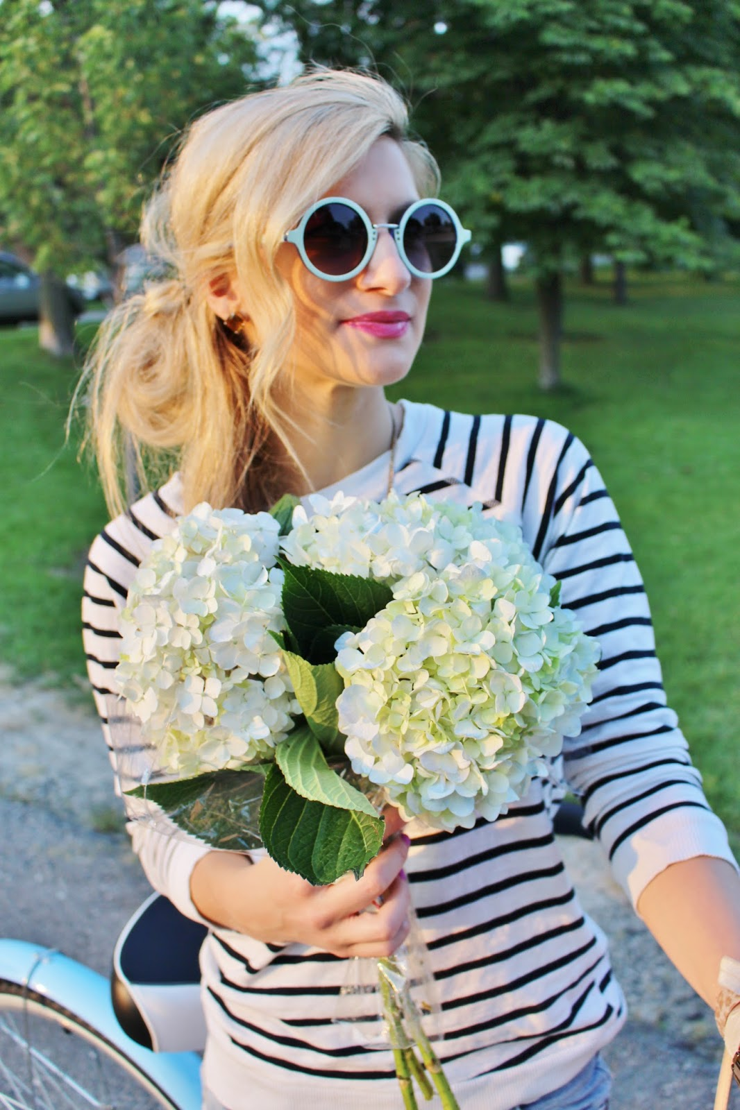 bijuleni-striped top and round sunglasses with hyndragea blooms