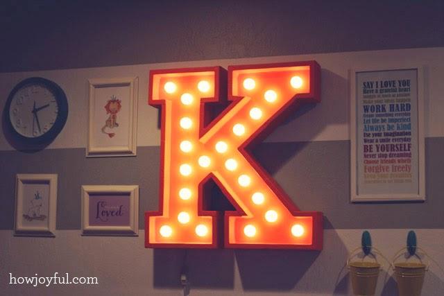Letra con luz para dormitorio niños