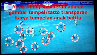 LED TV 32 Inchi dengan Noda Debu, Tempelan Tatto Gambar Tempel dan Spidol