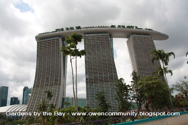spanning 101 hectares gardens by the bay comprises three waterfront gardens bay south bay east and bay central bay south the largest at 54 hectares