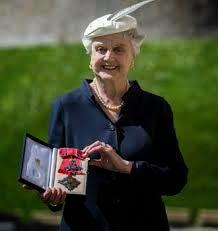 Angela Lansbury: Dama del Imperio Británico
