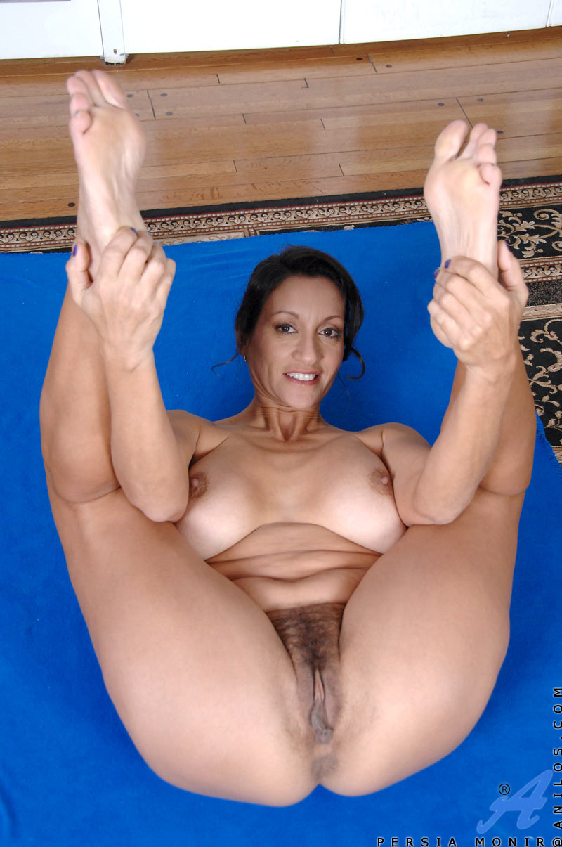 Hot cougar Persia does her yoga exercises completely naked and soon ...