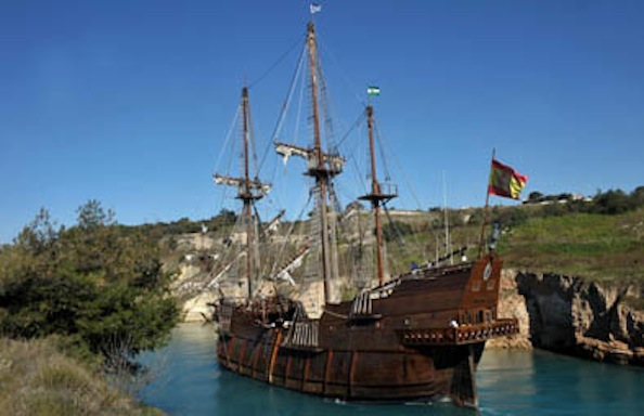 Gambar Kapal Layar Galleon lagi menepi