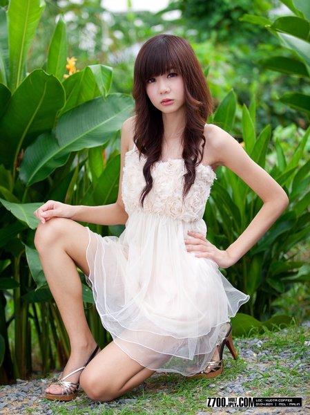 High Quality Wallpaper of Hot Teen Model from China. Hot Chinese teen model