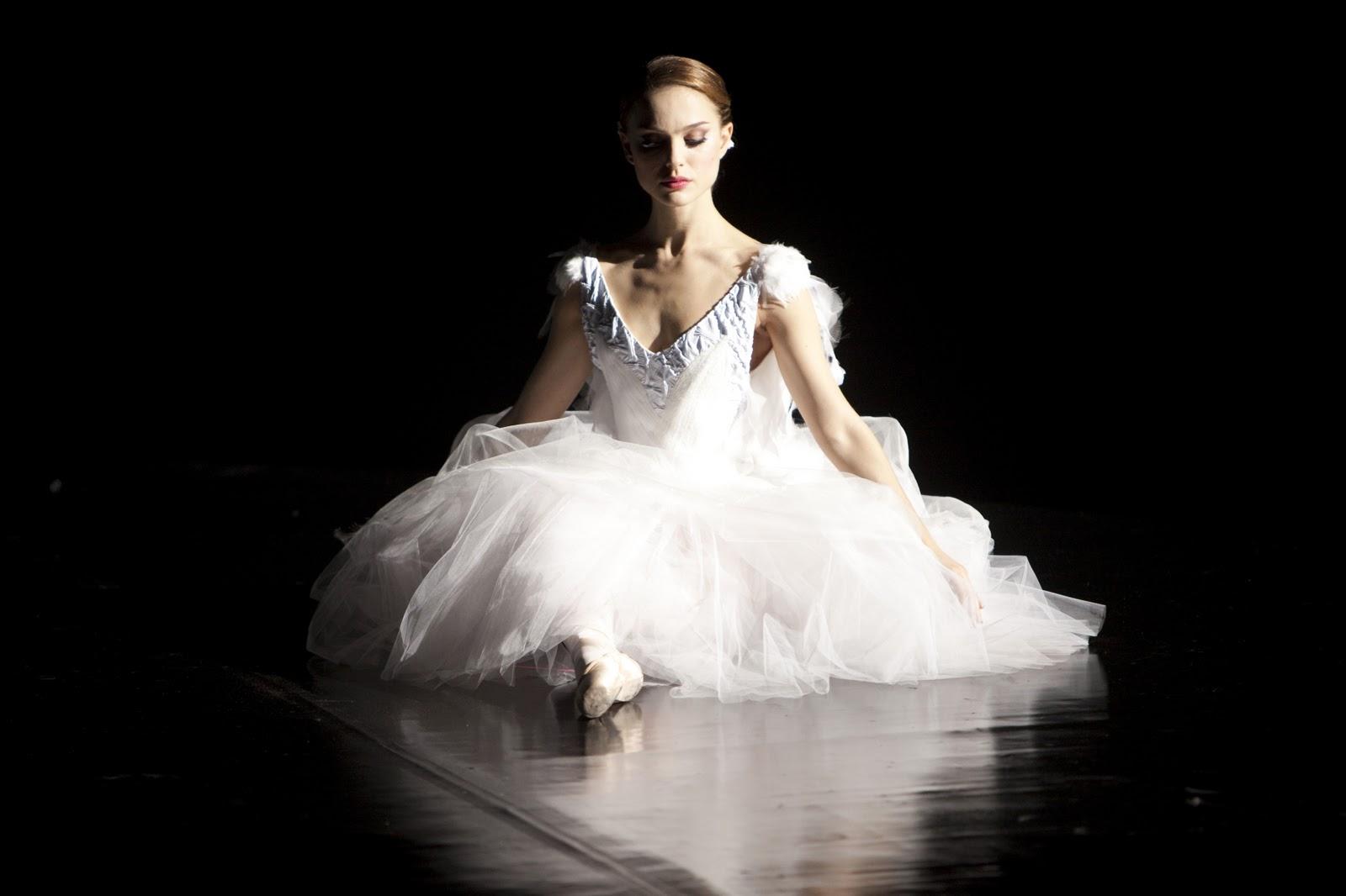 http://4.bp.blogspot.com/-8qhF4B-wyHQ/TWXBQU6g9ZI/AAAAAAAAATY/atiBHx7h2-w/s1600/black_swan_white.jpg