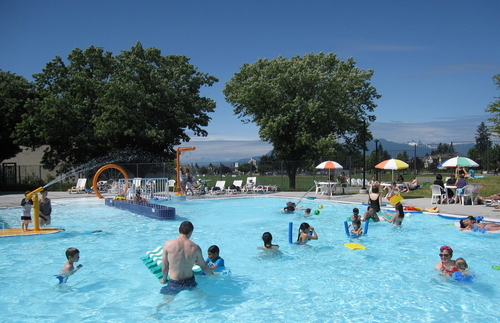 Momstown Vancouver Awesome Outdoor Pools In Vancouver For Kids And Families
