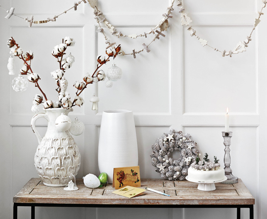 Christmas,  Lifestyle  image,  homes,  interiors,  HomeSense,  white,  table,  ornaments,  garland