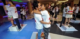 Longest Kiss Guinness World Record 2011, Thailand Couples Longest Kiss video, world's Longest Kiss 2011, Valentine's Day Longest Kiss, Longest Kiss world record 2011, current Longest Kiss picture