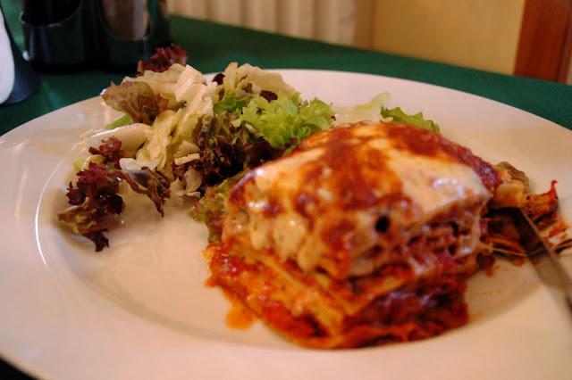 Memasak lasagna