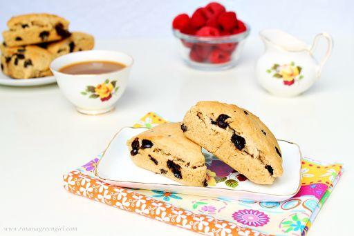 Peanut butter and chocolate scones | http://roxanashomebaking.com/