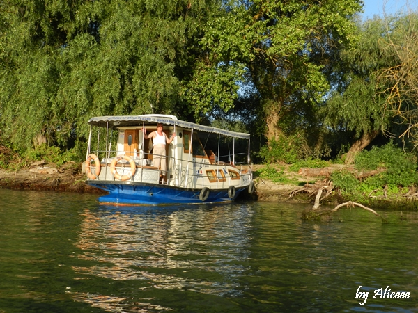 viata-in-barca-in-delta-dunarii