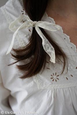 Dentelle nouée en coiffure