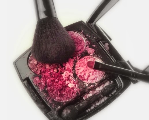 Jak naprawić pokruszony cień, puder, róż: