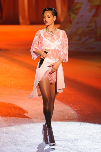 Rhianna Victoria Secret Fashion Show
