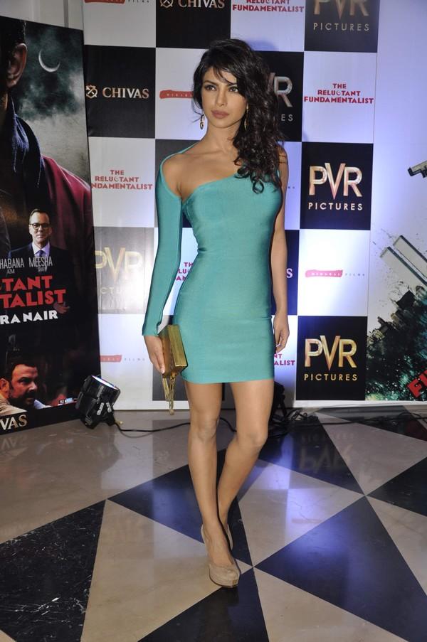 glamorous diva Priyanka chopra hot at the reluctant fundamentalist premiere show