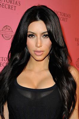 kim kardashian muestra su cuerpo a los fotógrafos