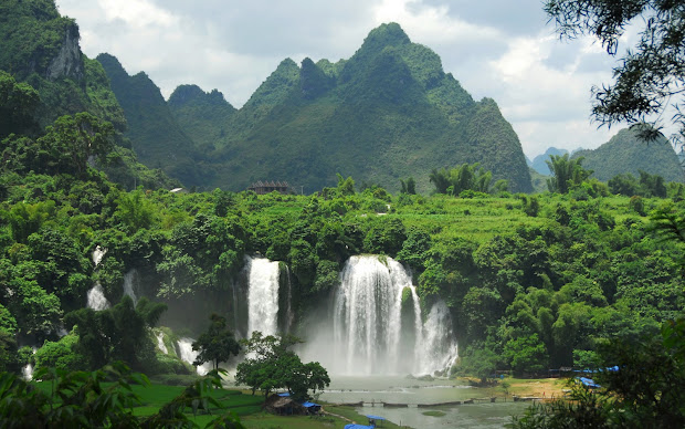 travels and visits vietnam
