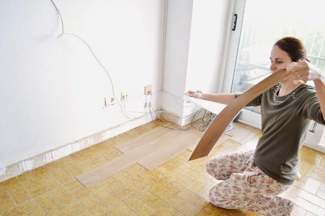Diy el cambio del suelo de mi casa con las laminas de - Como poner moqueta ...