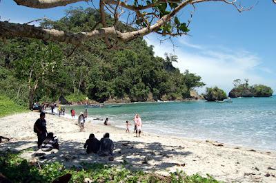 Pantai Karang Pandan yang indah